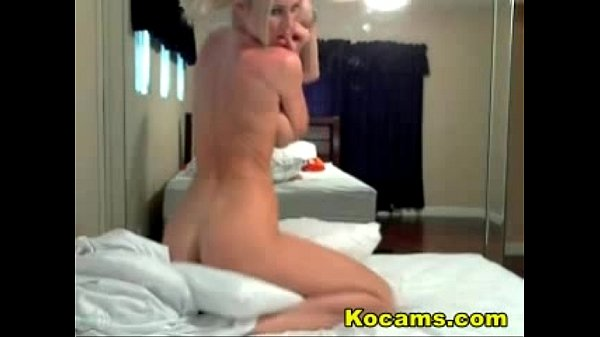 agitated blonde webcams