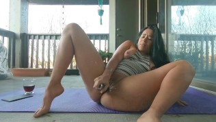 Beautiful Latina Jolla masturbates outside and sprays a glass door