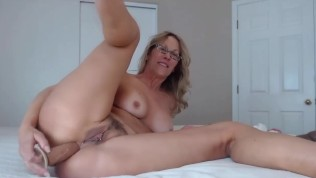 Lusty MOM Jess Ryan with pierced trimmed twat loves anal