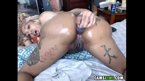 Webcams girl from camskiwi.com anal toy